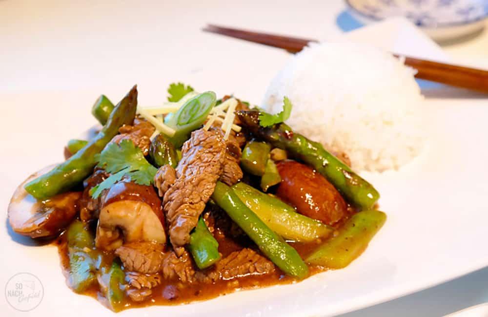 Grüner Spargel mit Rindfleisch kantonesisch