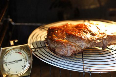 Das Fleisch bei 100°C ruhen lassen