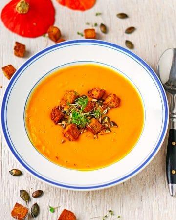 Kürbissuppe mit Kichererbsen-Croutons