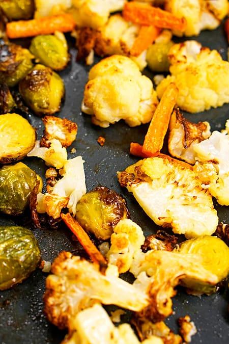 Das Gemüse im Ofen anrösten