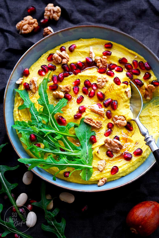 Avocado-Bohnen-Hummus mit Garnitur