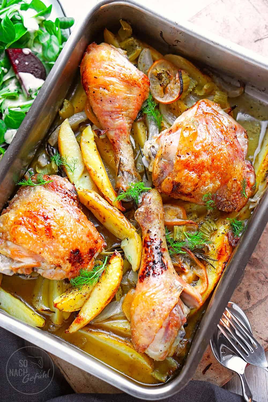 Hühnerschenkel mit Kartoffeln und Fenchel