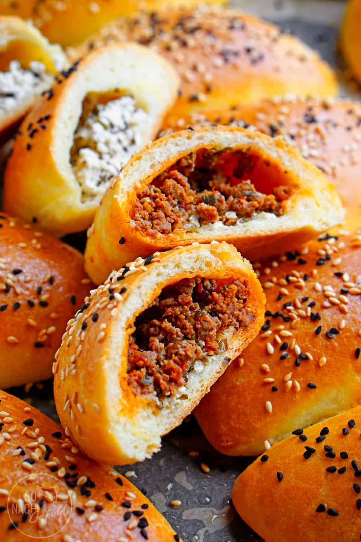 Poğaça – gefüllte Pogatschen aus Hefeteig