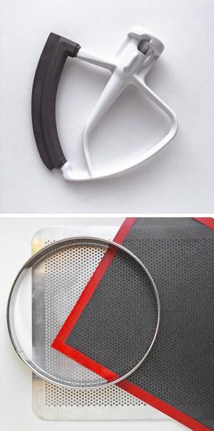 Flachrührer, Tarte-Ring, Silikonmatte und Lochblech