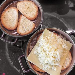Zwiebelsuppe gratinieren