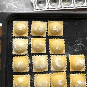 Gleichmäßig geformte Ravioli